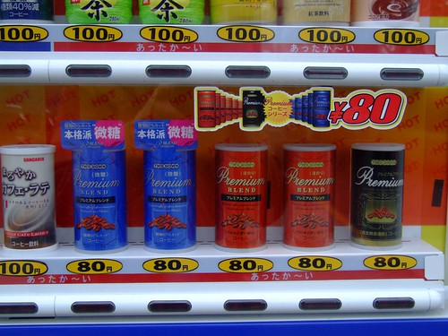 Bebidas de máquina por 80 yenes = 0.52 euros class=