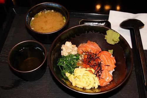 鮭魚親子丼單點 (by Audiofan)