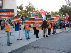 outside-the-debate-visible-support-for-Hutchinson-and-Pawlenty