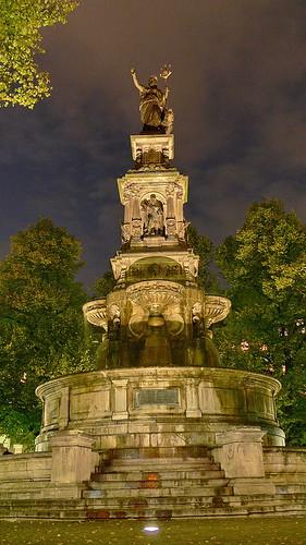 Hansaplatz Brunnen. Einweihung der Beleuchtung