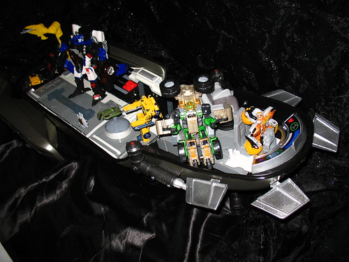 Botcon - Friday - Jeremy's Axalon diorama with figures