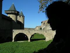 Frente al castillo Comtal