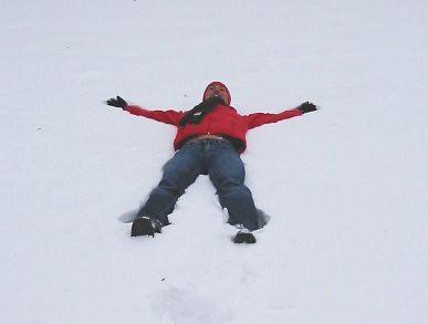 Tumbado en la nieve