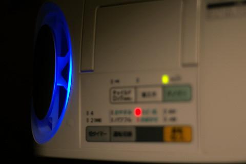 暗闇では,こんな感じに,青がきれいなFE-KXB05