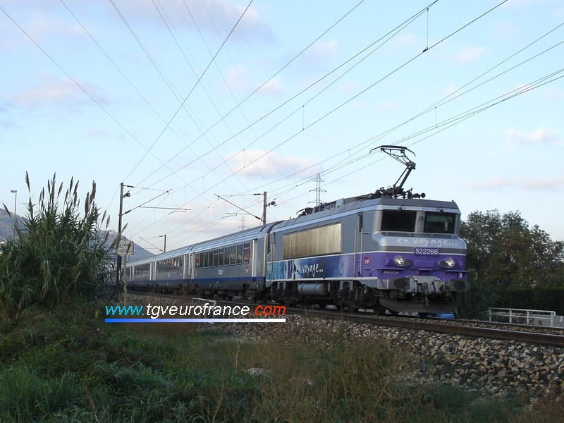 A double-voltage BB 22200 SNCF locomotive (the BB 22266 locomotive with the 'En voyage' livery) with a passenger train towards Toulon (Var)