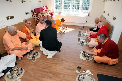 Śniadanie - Brahmaczari Konwencji 2010 - Bhaktivedanta Manor - 19/06/2010 - IMG_2561