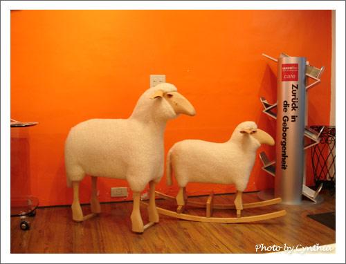兩隻羊咩咩