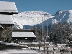 St. Moritz: zwischen den Häusern hindurch