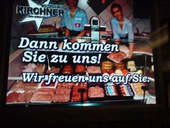 digitale werbung in der würzburger straßenbahn