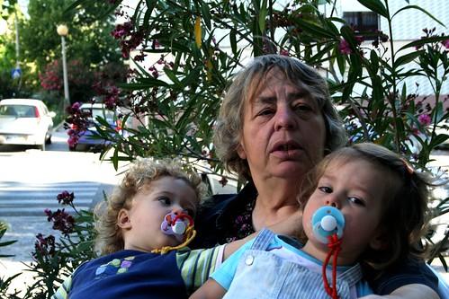 Avó e duas netas (by You)