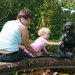 Look little girl<br/>08 Jul 2007
