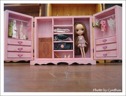 娃娃衣櫥打開的樣子