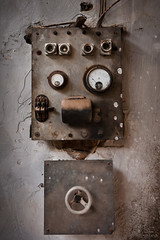 Electro-cute photo by macropoulos