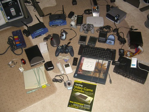 The Greatest Geek Gadget Giveaway, er, Auction