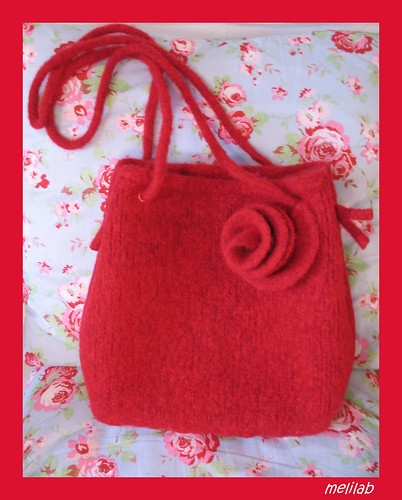 rose tote on roses