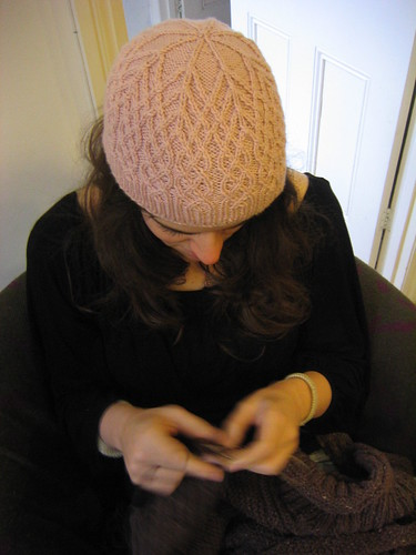 me knitting in shedir