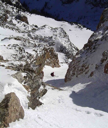 Steve skis the SW Couloir, Teewinot