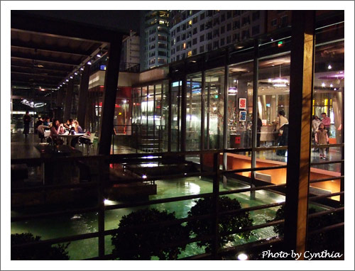 餐廳內有很多水景