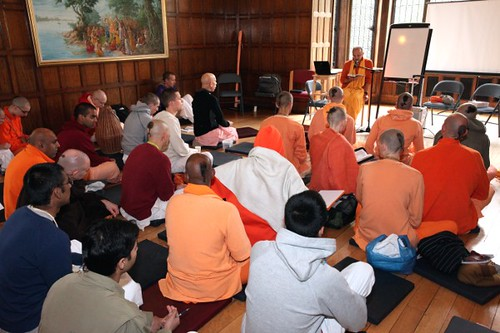 Bhakti Vijnana Maharaj - Brahmacari Convention 2010 - Bhaktivedanta Manor - 19/06/2010 - IMG_2580