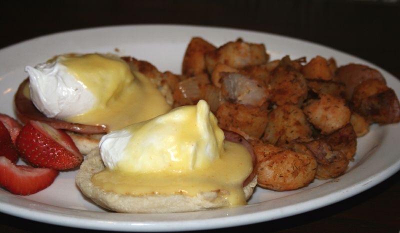 Eggs Benedict at Finnegans Marin