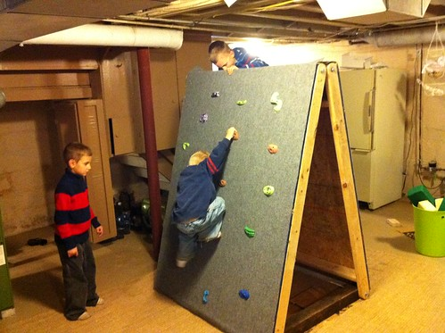 diy portable kid s climbing wall. Black Bedroom Furniture Sets. Home Design Ideas