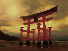 Torii - Itsukushima (Hiroshima) photo by belthelem