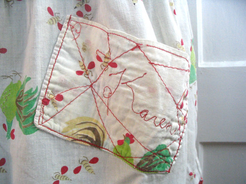 vintage apron - mom's pocket