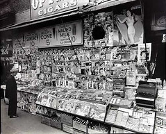berenice abbott-newsstand