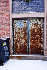 Pantone 292 Doorway