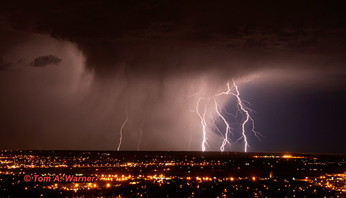 site's storm photo gallery, which features pictures of lightning storms