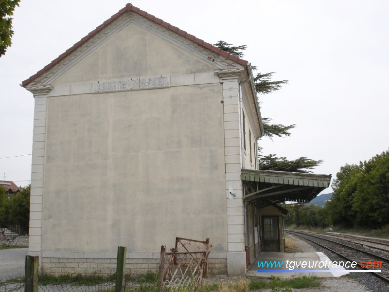 Le BV de la gare SNCF de La Bâtie-Neuve sur la ligne du Val de Durance