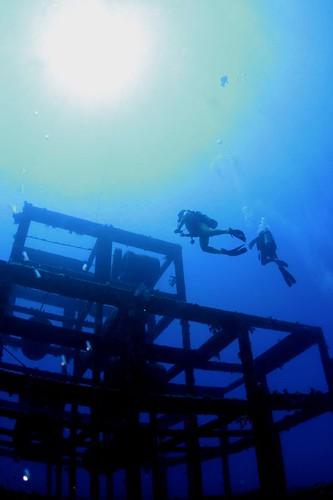 豔陽下的鋼鐵魚礁
