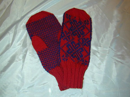 Corazon Mittens - Finished