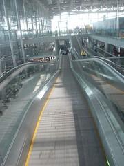 14.上到出境大廳的電扶梯