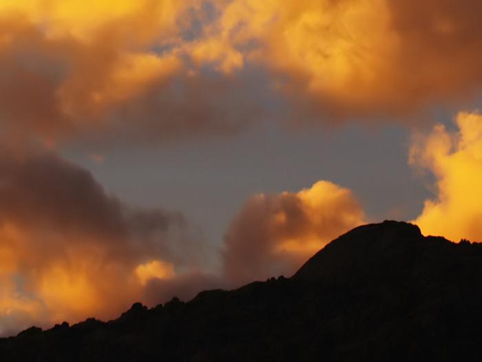 Nubes ardientes