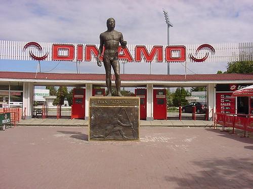 Boekarest%20Dinamo%20stadion[1]