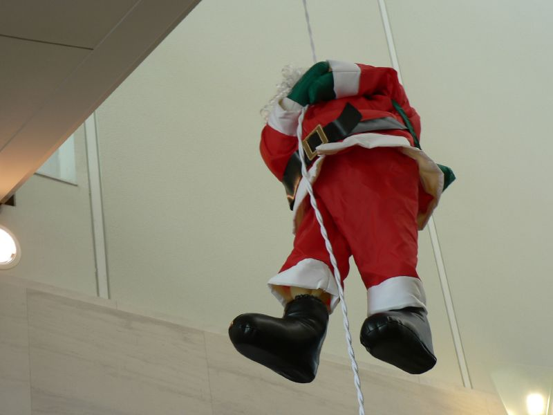 Santa doin' a Mission Impossible act