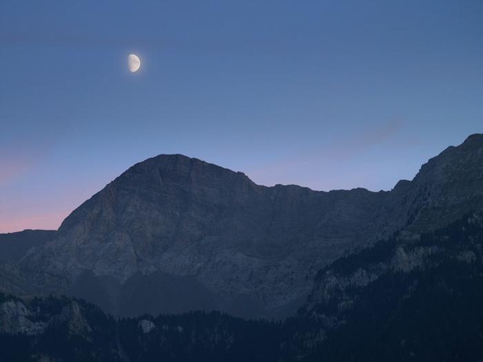 Luna sobre Gistain