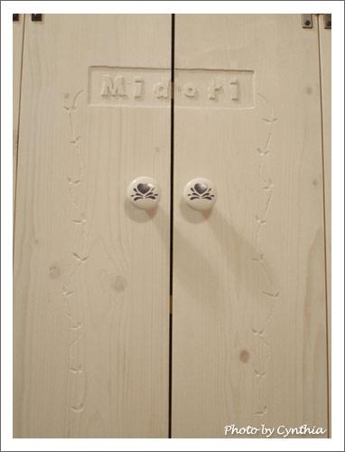 小綠櫃門上的花紋
