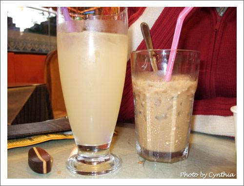 越南清心梨汁和冰煉乳咖啡