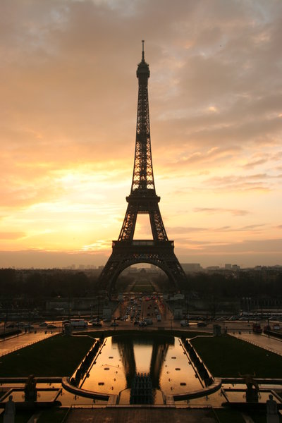 400px-Tour_eiffel_at_sunrise_from_the_trocadero
