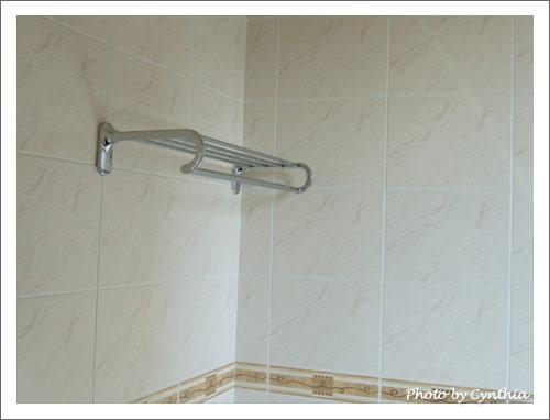 主臥浴室毛巾架