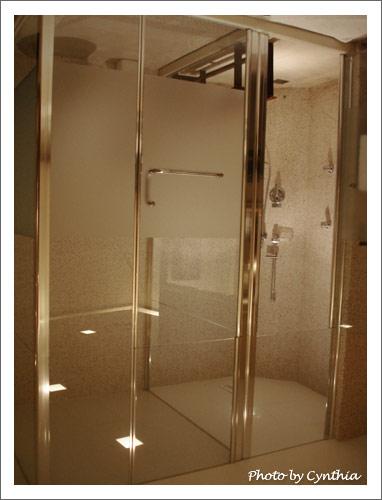 SPA淋浴+蒸汽室、廁所