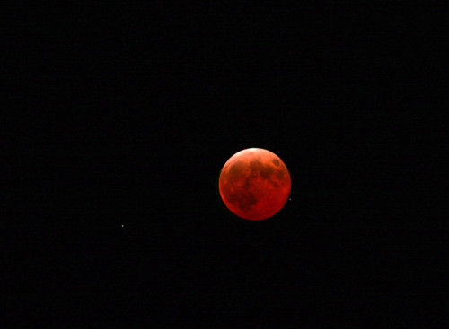 Lunar Eclipse at 00:06 (by Steffe)