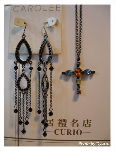 巫女風的耳環和項鍊