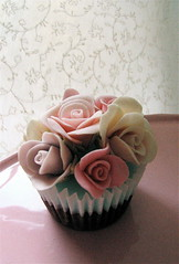 Rose shabby chic cupcake photo by kylie lambert (Le Cupcake)