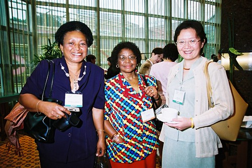 Niqa Tuvuki (Fiji), Doreen Nteta (South Africa) and Huang Aiping (PR China) networking at the second World Summit on Arts & Culture, Singapore, November 2003