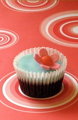 Retro Cupcake photo by kylie lambert (Le Cupcake)