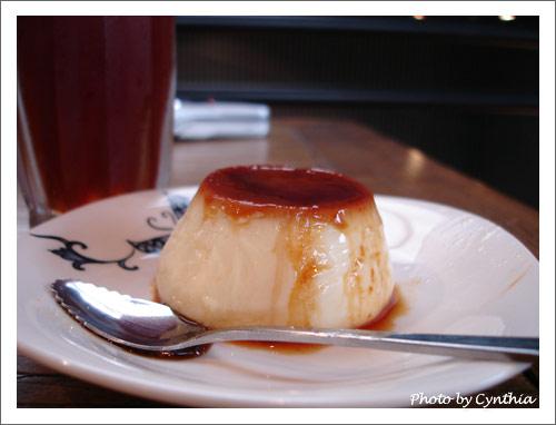 飯後的甜點布丁和紅茶