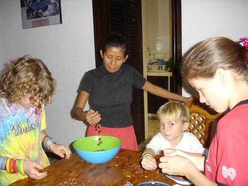 Peeling cacao beans